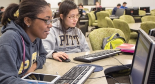 Pitt Students on Computers
