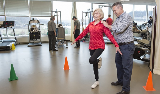 Researcher with participant doing exercise in lab